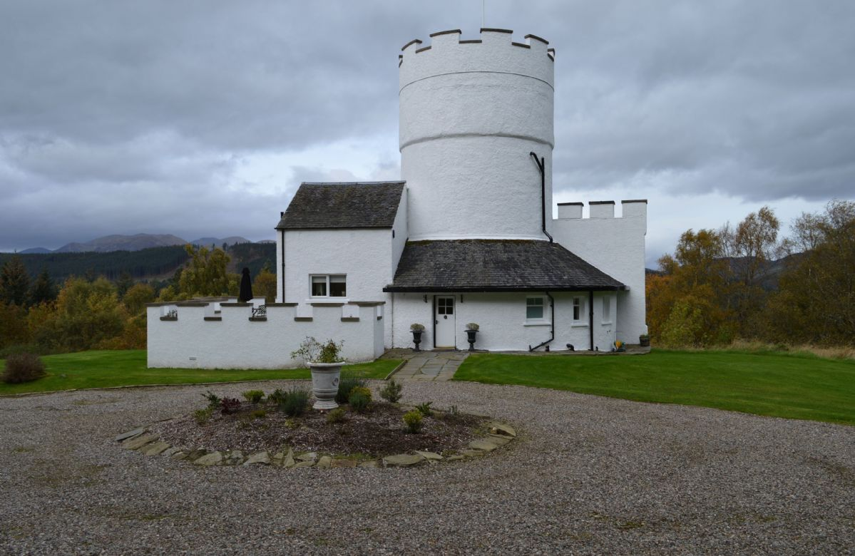 Click here for more about The White Tower of Taymouth Castle