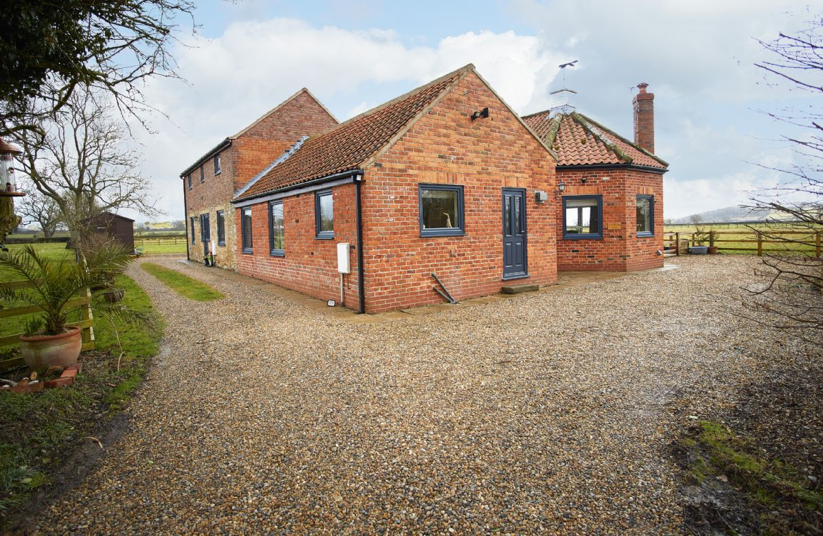 Click here for more about Riverside Farm Cottage