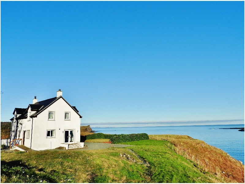 10A Aurora Bay Flodigarry a british holiday cottage for 6 in ,